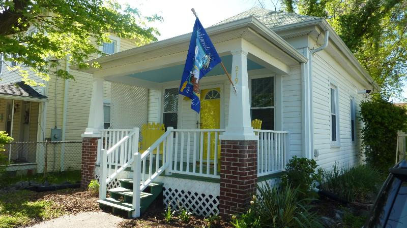 Welcome to The Yellow Door Cottage! - A Cozy Cottage Getaway For Your Colonial Beach Experience - Colonial Beach - rentals