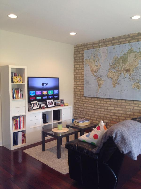 Living Area - Beautiful 2br 2ba Apartment in Chicago - Chicago - rentals