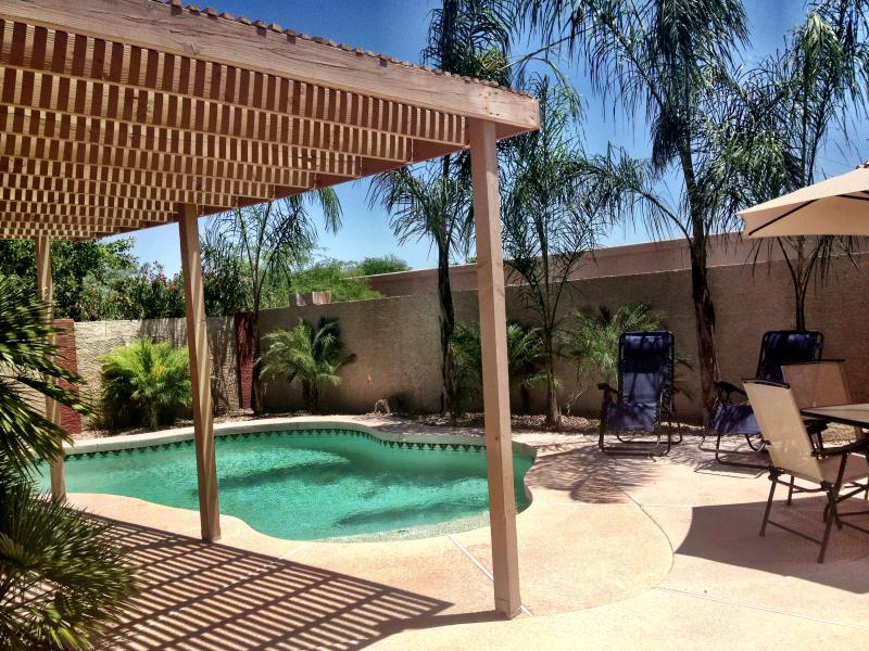 Super Private Backyard - no homes behind you for ultimate privacy! - Mint Phoenix Home: Senior Friendly. Doggies OK! - Phoenix - rentals