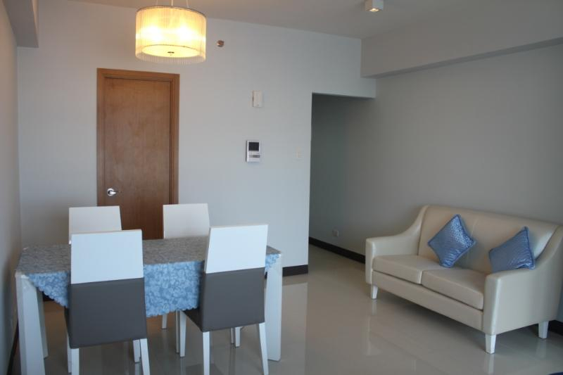 Dining / Living Room - Spacious Brand New Studio Unit in Greenbelt,Makati - Makati - rentals