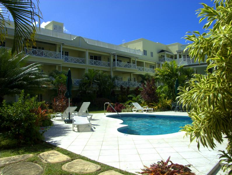 Pool area - Beautiful Family Friendly 2 bedoom Apartment - Hastings - rentals