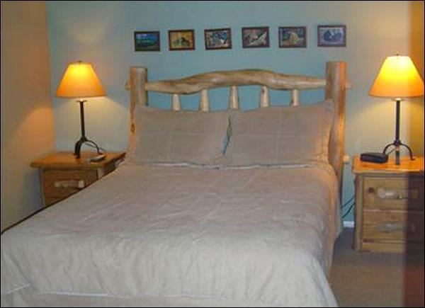Queen Bed in the Master Bedroom - Comfortable Base Area Lodging - Perfect for Families or Friends (1261) - Crested Butte - rentals