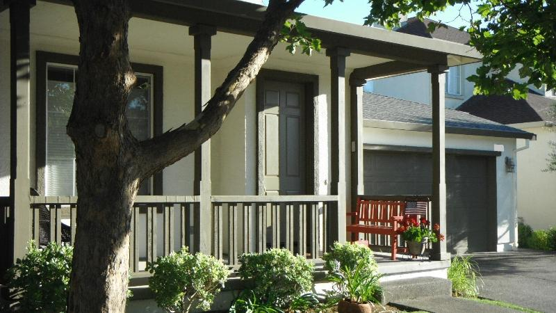 Front Porch - Gateway to the Wine Country, Vintana House Windsor - Windsor - rentals