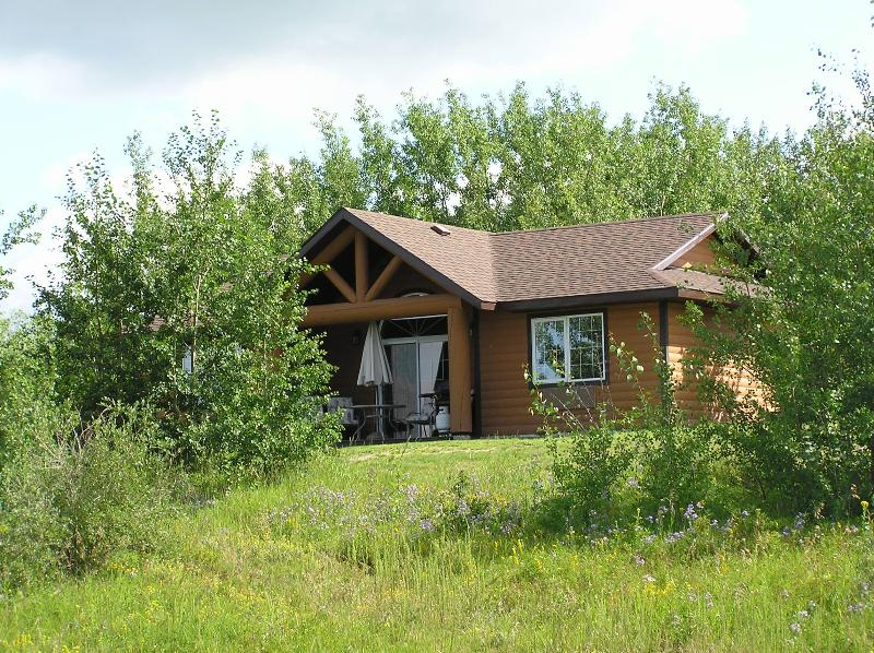 Lodge located just of 9th fairway of Links course - Wolf Creek Golf Resort - HV Lodge - Ponoka - rentals