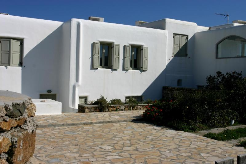 Back entrance. - Beautiful home in Mykonos (Walk to the beach!) - Kalafatis - rentals