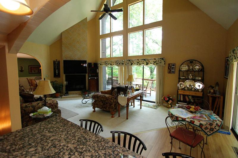 We welcome you to share our living room. - Lake Retreat Bed and Breakfast - Osage Beach - rentals