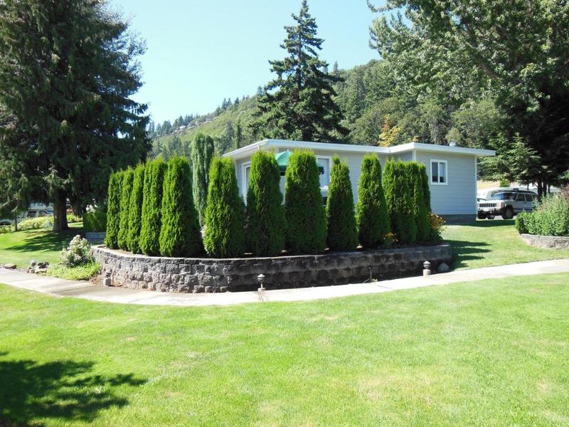 Cottage Full View - Very Private Patio - Columbia River Gorge/Hood River/Mount Hood - Hood River - rentals