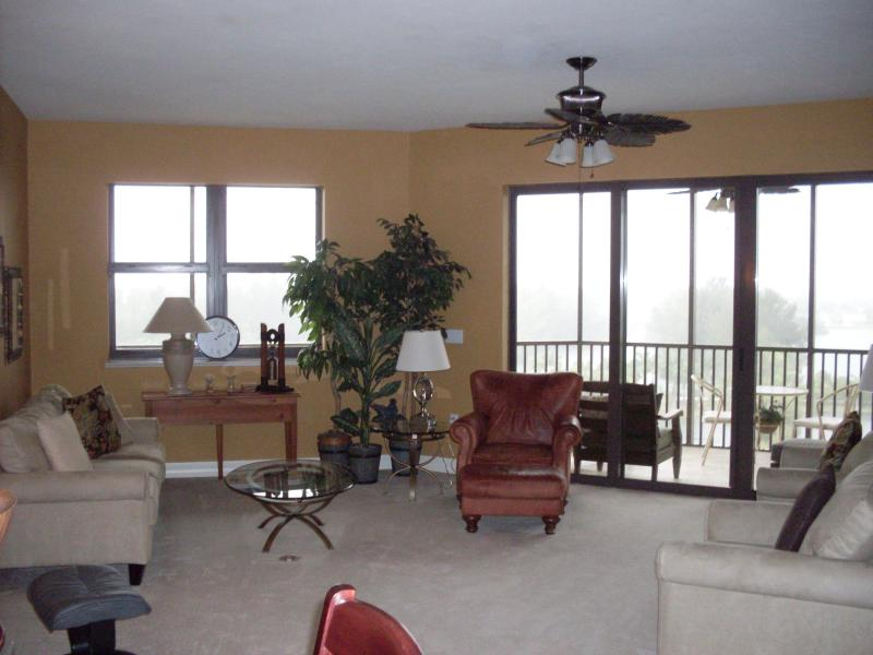living room - Vacation Condo at Riva Del Lago on the 9th Floor - Fort Myers - rentals