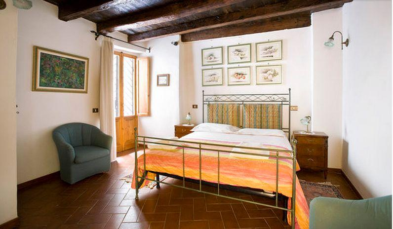 apartment is a beautiful, 2 bedroom, 1.5 bath apartment with 860 sq.ft. of living space and sleeps 6 people - Image 1 - Florence - rentals