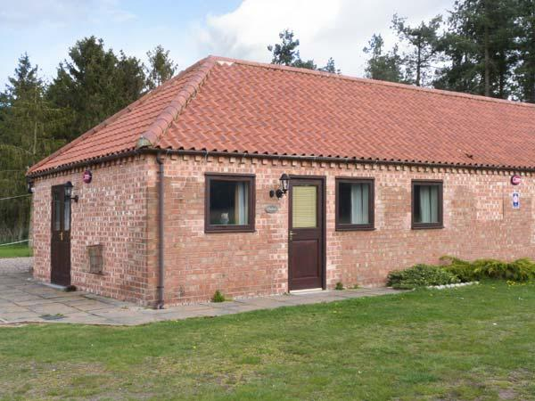 OWLETT COTTAGE, pet-friendly, single-storey cottage, en-suite, close Blyton, Gainsborough Ref 25575 - Image 1 - Gainsborough - rentals