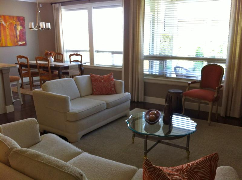 Main floor relax by the fireplace - Luxurious West Coast Living - Surrey - rentals