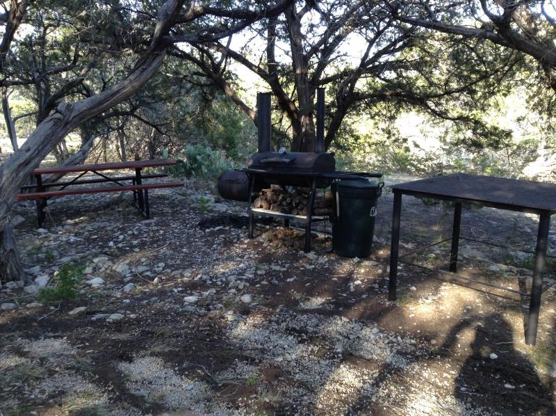 BBQ Pit and Picnic area in front yard - Road Runner Lodge!Waterfront Home! Summer Vacation - Hunt - rentals