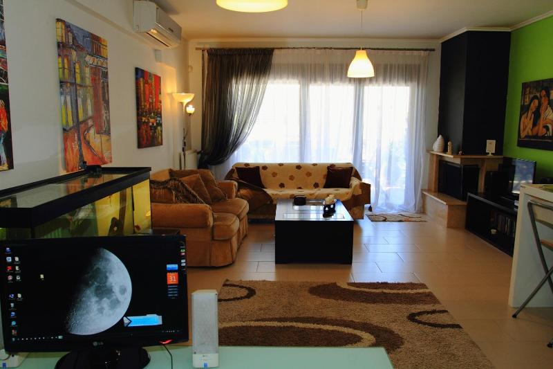 Thessaloniki apartment. 2 rooms, sleeps 4, parking - Image 1 - Thessaloniki - rentals