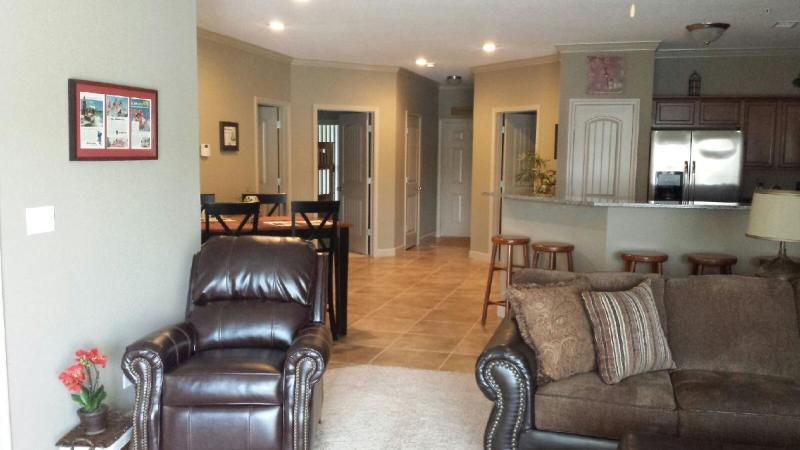 Great Room~Living Room, Kitchen, Dining Area - Lake of the Ozarks Condo-New in 2013! 3 Bedroom, 2 Bath, Camdenton Area. - Camdenton - rentals