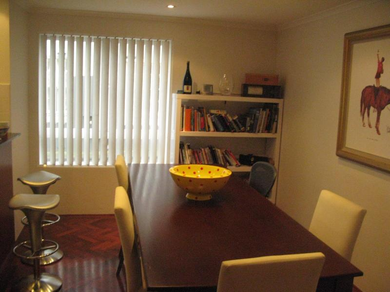 Dining room - Lovely Entire Apartment in Surry Hills - Sydney - rentals