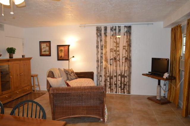 Key Largo 1 bedroom with access to boat dock. - Image 1 - Key Largo - rentals