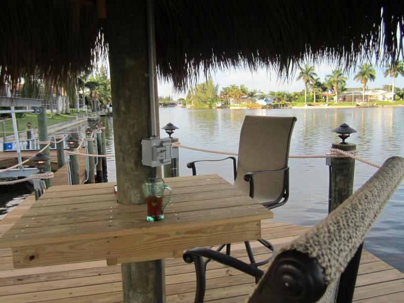 Tiki Hut overlooking 4 intersecting saltwater canals - Villa Larga Vista - South West Cape Coral Florida - Cape Coral - rentals