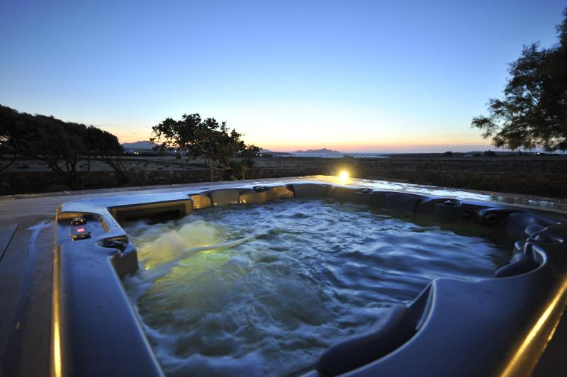 outdoor jacuzzi  - Villa Christina- elegant traditional restored farm house. - Paros - rentals
