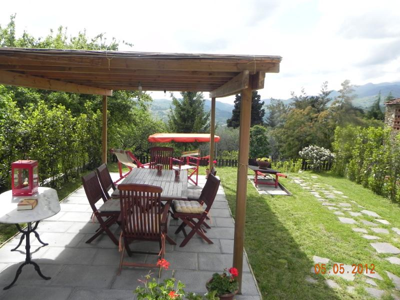 Large gazebo in the garden  - Large portion of farmhouse on the hills of Lucca.WIFI.Garden. - Lucca - rentals