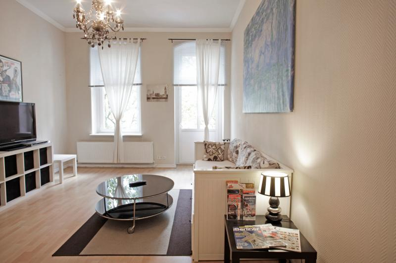 central apartment with luxury shower and free wifi - Image 1 - Berlin - rentals