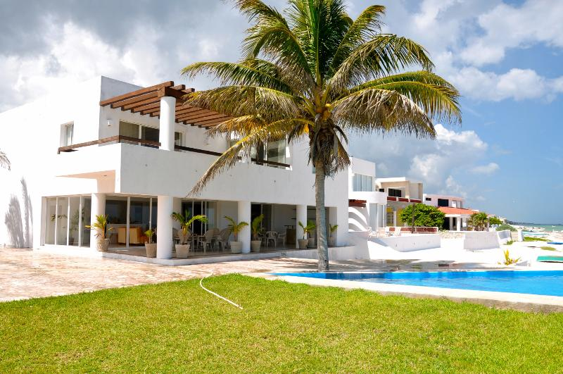 Beachfront Oasis in Chicxulub, WiFi and Pool included - Image 1 - Yucatan - rentals
