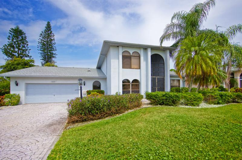Villa Lucky Tee on a golf course, Cape Coral - Image 1 - Cape Coral - rentals