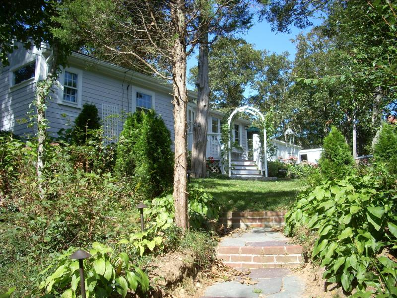 Steps up to the cottage from parking area - Chilmark Cottage - Chilmark - rentals