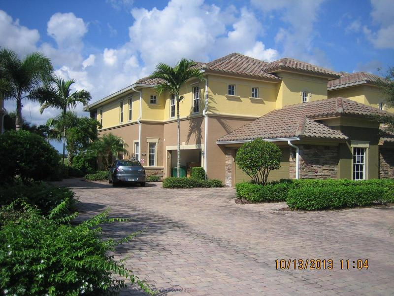 View of the building from the street - Beautiful Lakefront Coach Home at the Quarry - Naples - rentals