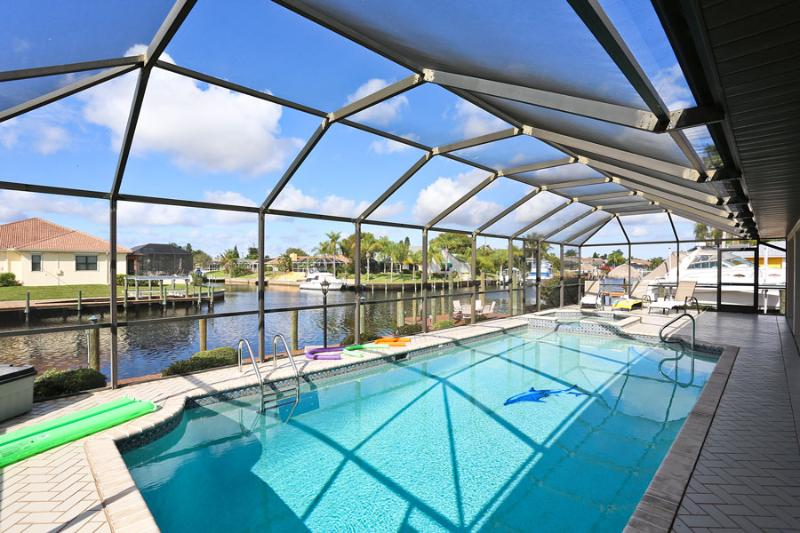 Villa Angie - Large Pool, amazing view - Image 1 - Cape Coral - rentals