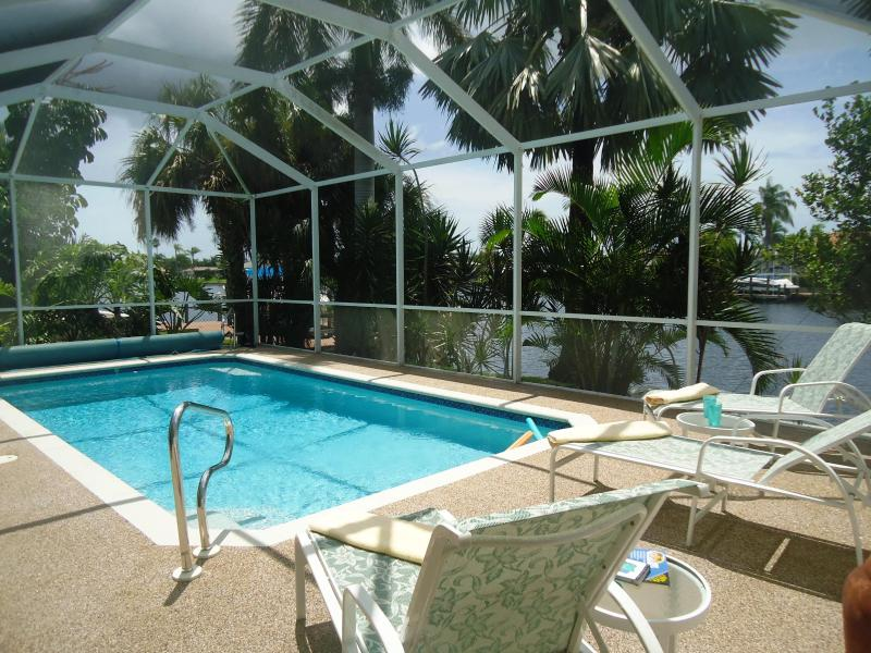 Enjoy to relax at the pool - Villa Marietta - Direct access Gulf of Mexiko - Cape Coral - rentals