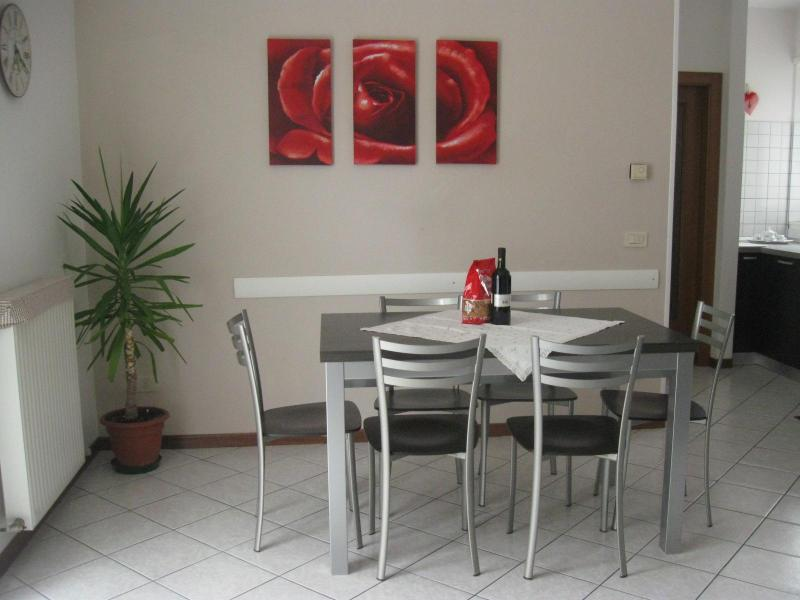 living room - MASETTO:quiet 400m from lake,with garage + parking - Riva Del Garda - rentals