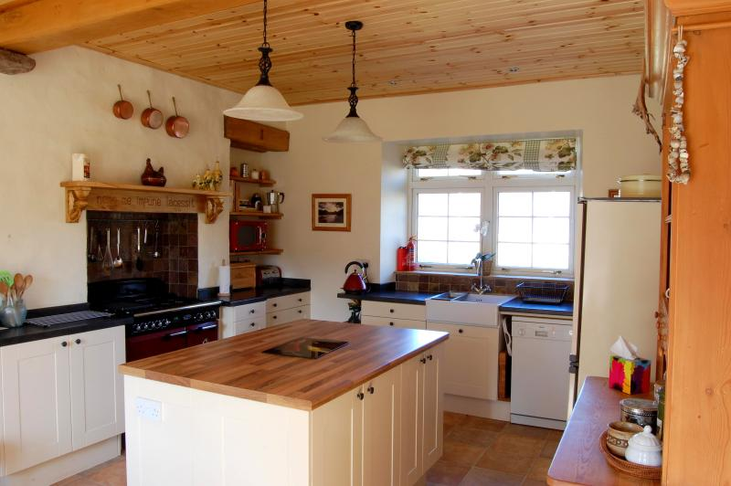 Kitchen - Luxury Stone School Self Catering near Ullapool - Ullapool - rentals