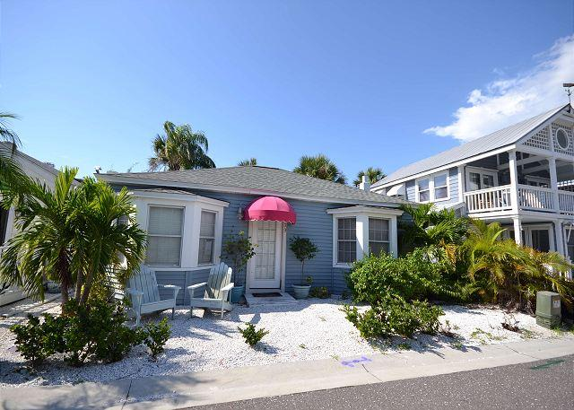Shore Winds Cottage steps from the Gulf in Redington Shores! - Image 1 - Redington Shores - rentals