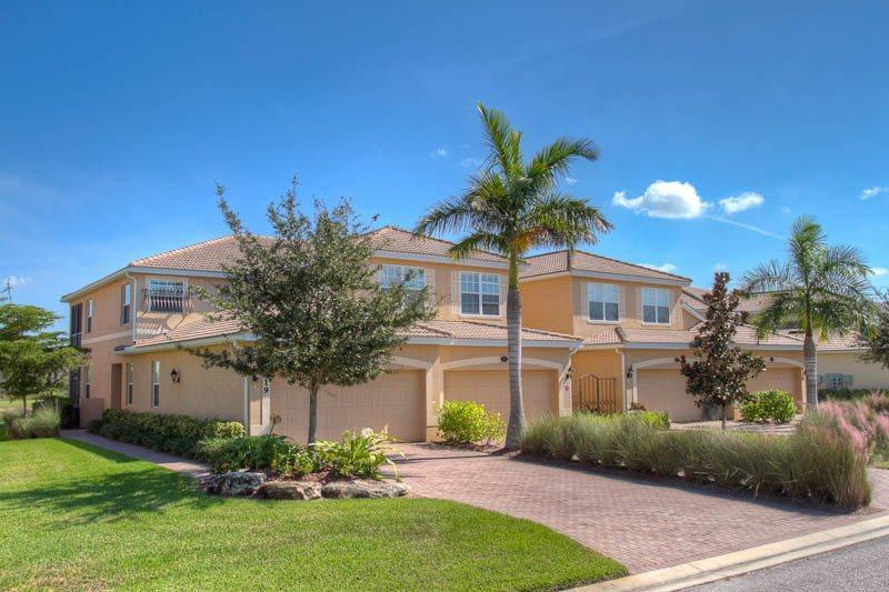 RS43 Front - Gorgeous 3 Bedroom Town Home with Lake and Golf Views. - Bradenton - rentals