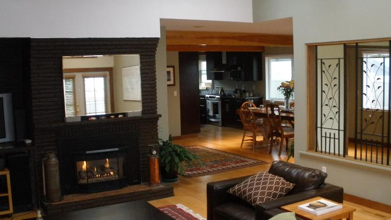 Living room to kitchen - Prime West Seattle Location - Seattle - rentals