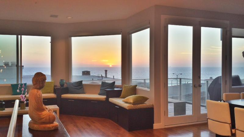 LUXURY, Panoramic Ocean View & 6 Doors to Beach! - Image 1 - Manhattan Beach - rentals