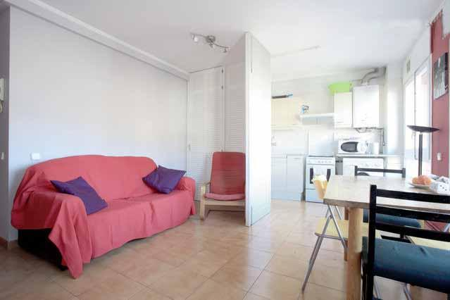 Light Apartment To Rent For 2-4 People Near Famous Park Guell - Image 1 - Barcelona - rentals