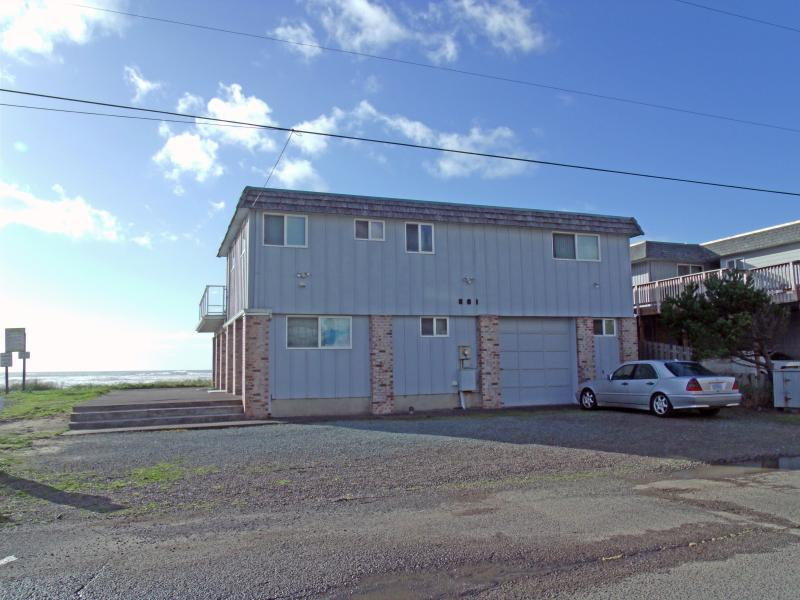 Monica's Five Bedroom Beach Front - Sleeps 16 - Image 1 - Rockaway Beach - rentals
