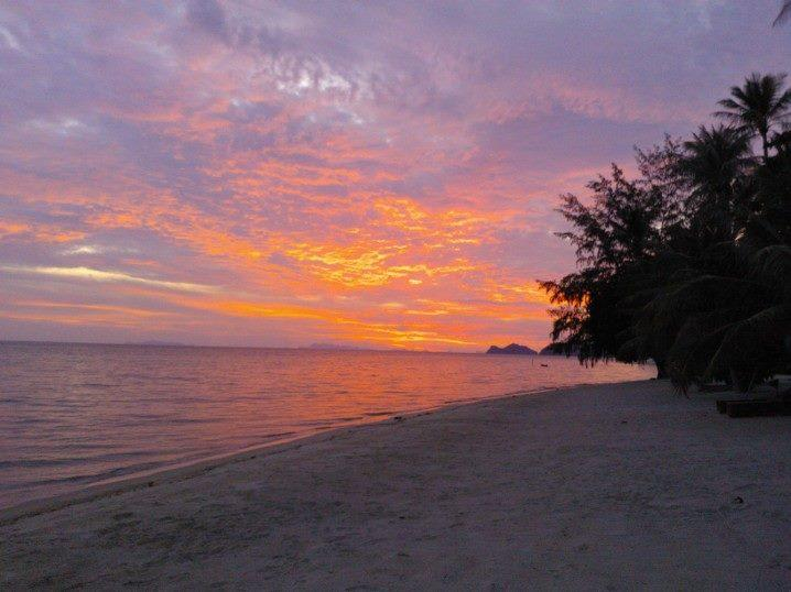 View from balcony and window - Beach front house with beautiful sunset view - Koh Phangan - rentals