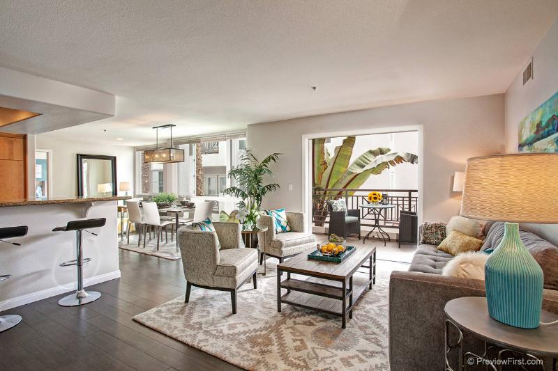 Living room with views to patio - Our Urban Living home-An elegant stay at the beach - San Diego - rentals