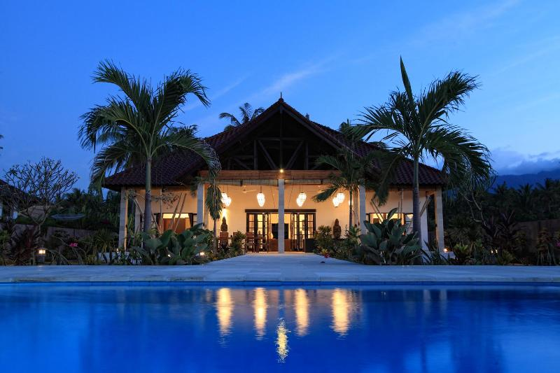 Villa Bima Sena by night - Luxurious BeachVilla Bima Sena, North Coast, Bali - Lovina Beach - rentals