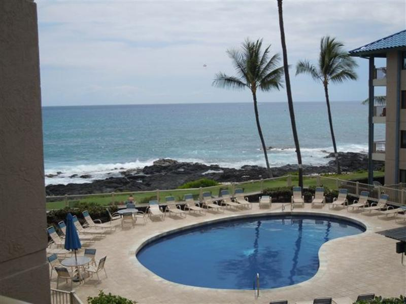 Condo overlooks pool and ocean - 1 Bedroom Ocean View Condo at Kona Reef 3rd Floor - Kailua-Kona - rentals