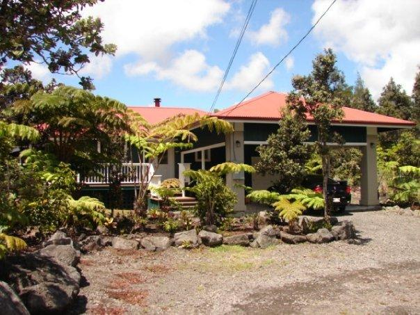 Ohia Plantation House is Your Volcano Vacation Home - Privacy w/ Hot Tub, Fireplace &  No Cleaning Fees. - Volcano - rentals