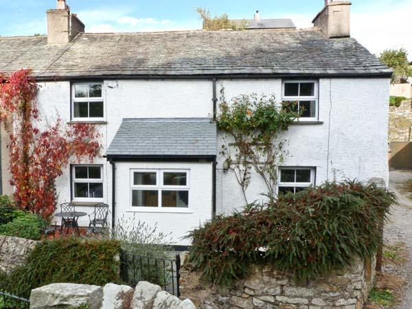 14 LOW ROW, WiFi, pet-friendly, woodburner & open fire, en-suite facilies, end-terrace cottage in Cark, Ref. 29073 - Image 1 - Cark - rentals