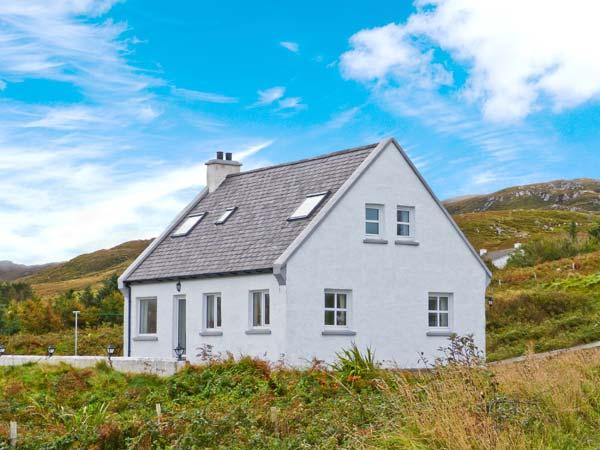 ARD AOIBHINN, detached, open fire, off road parking, patio garden, in Dungloe, Ref 29758 - Image 1 - Northern Ireland - rentals