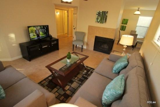 Living Room with Fireplace and Flat Screen TV - One Bedroom Overlooking the Pool at Canyon View - Tucson - rentals