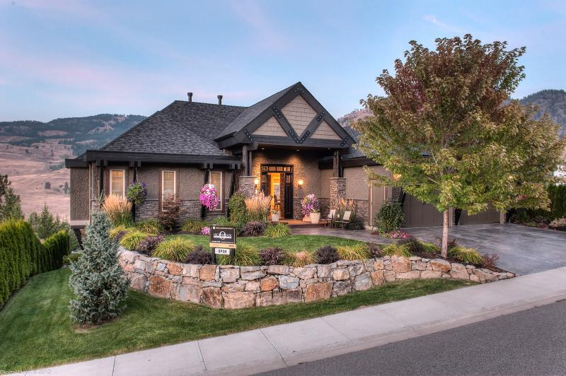 Exterior of Vacation Home - 2BR/2BA Executive Guest Suite on the Fairways! - Kelowna - rentals
