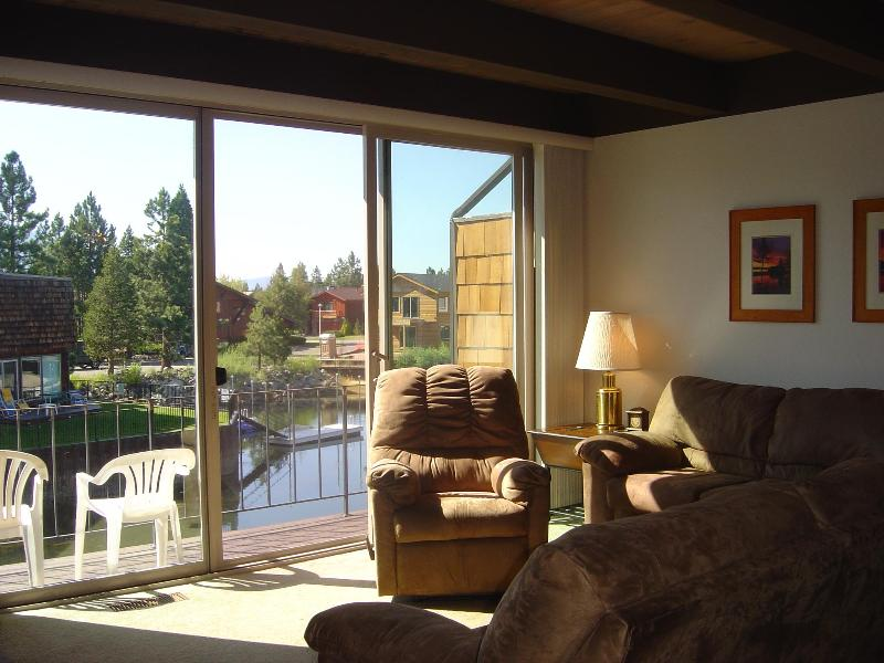 Livingroom overlooking beautiful lagooon - TAHOE KEYS TOWNHOUSE WITH PANORAMIC MOUNTAIN VIEW - South Lake Tahoe - rentals