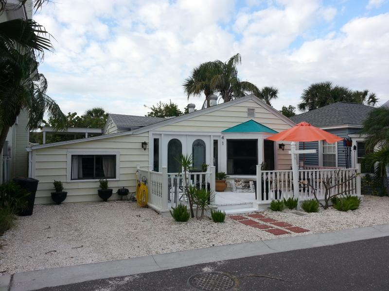 Little Yellow House - Charming Beach Cottage - The Little Yellow House - Redington Shores - rentals