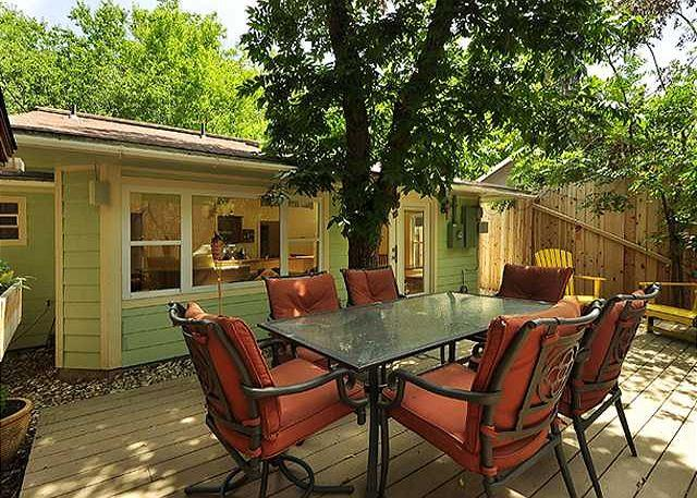 Outdoor Table - 2BR/1BA Summer Sale! Newly Built Spacious Home In South Austin-Walk To Zilker - Austin - rentals